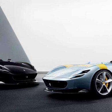 Zwei Sportwagen Ferrari Monza SP1