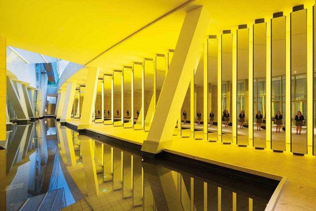 Fondation Louis Vuitton Paris Innenansicht. Olafur Eliasson, Inside the Horizon