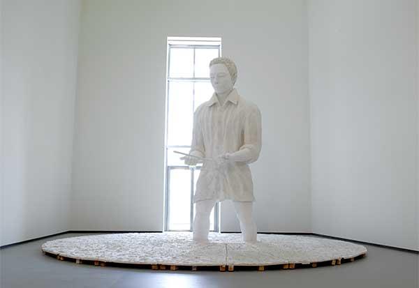 Mann im Matsch, Skulptur von Thomas Schütte