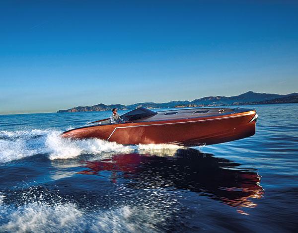 Frauscher 1017 GT auf See von der Seite