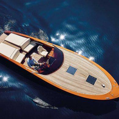 Frauscher Yacht auf See von oben