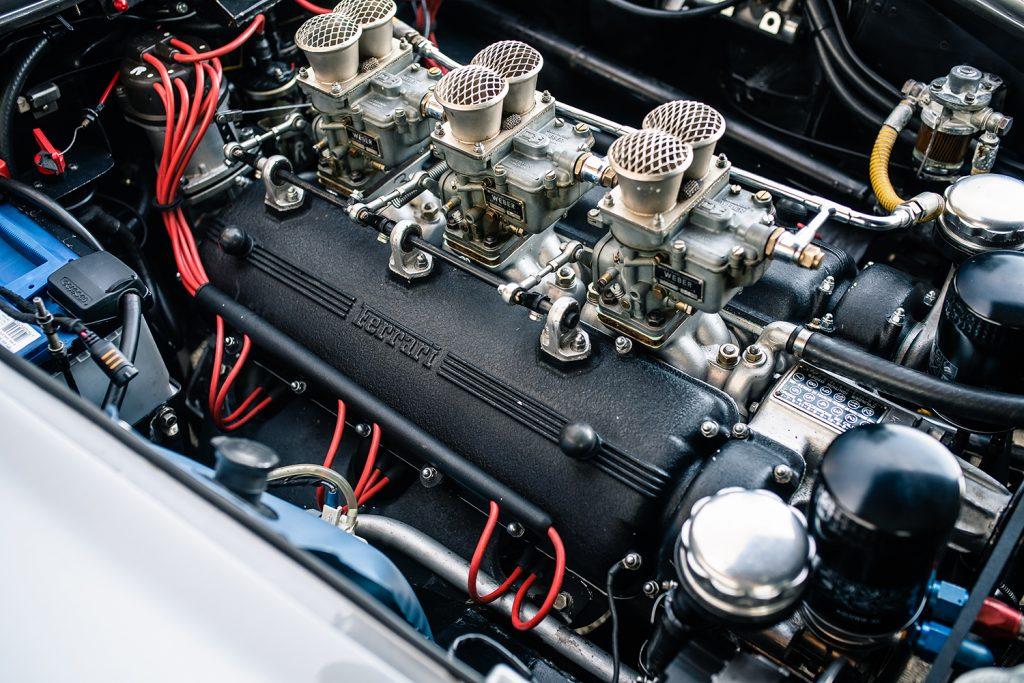 Ferrari 275 GTB in der Motor seitlich