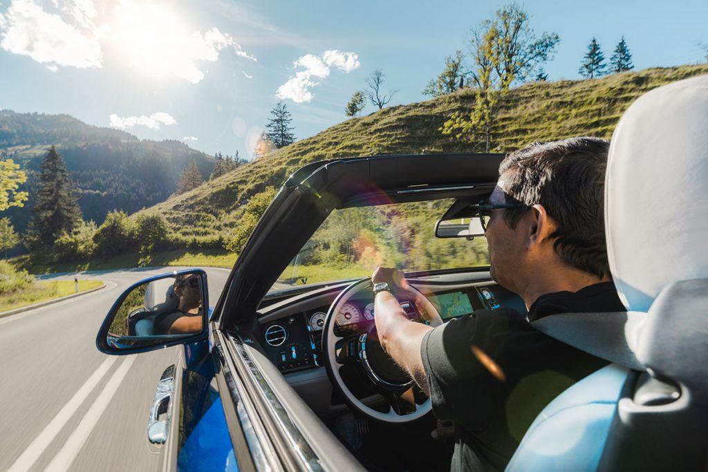 Der Rolls Royce Dawn fühlt sich auch in den bayerischen Bergen wie zu Hause