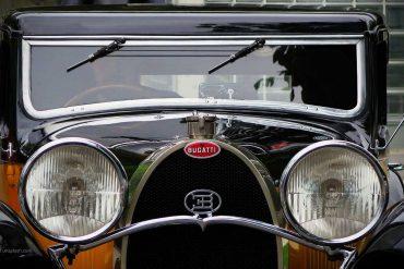 Schwarzer Bugatti Oldtimer von vorne