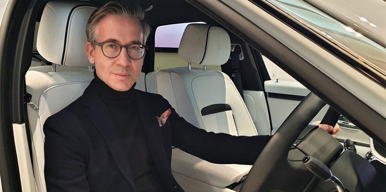 Peter Pförtner am Steuer eines Rolls-Royce